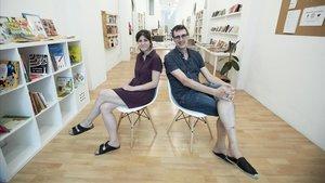 Raquel Miralles y Nemrod Carrasco, en el Espai Crític, del barrio de Sant Antoni de Barcelona.