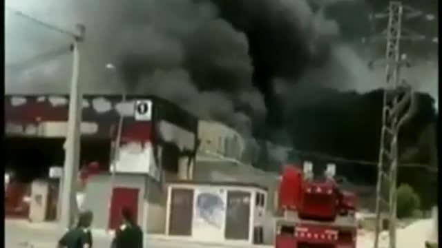 Un incendi crema una nau industrial de Sant Vicenç de Castellet