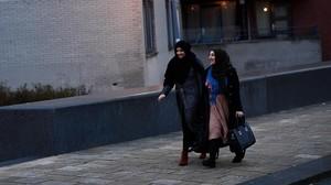 jgblanco37627746 muslim women walk through the streets near the essalam mosqu170315101646
