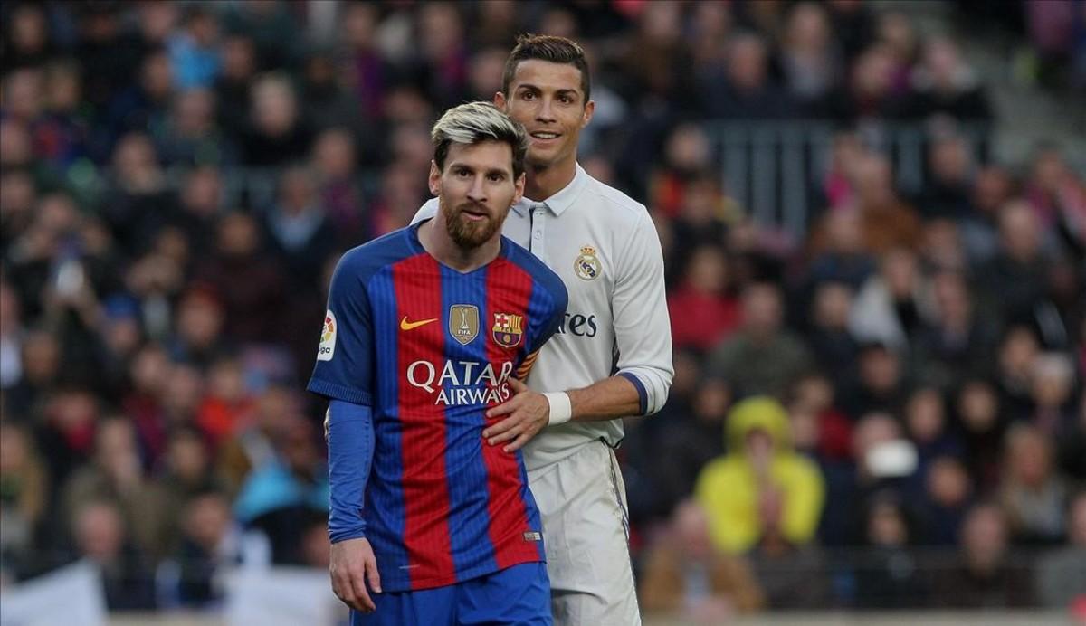 Leo Messi y Cristiano Ronaldo en el Clásico de la primera vuelta de la Liga  Santander 210c08c4c2b