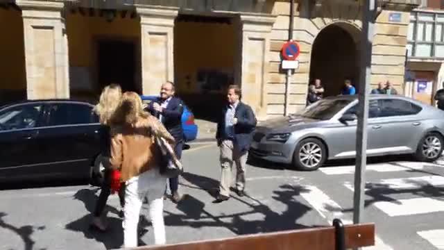 Insults d'encaputxats i fems contra Álvarez de Toledo a Etxarri-Aranatz