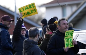 El Regne Unit acudeix a les urnes més pobre i partit pel 'brexit'