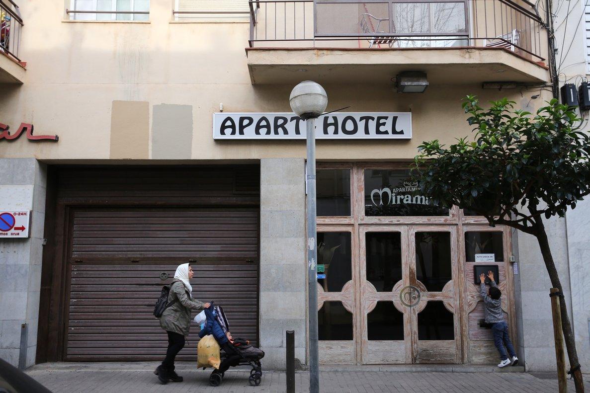 Edificio completode apartamentos turísticos con licencia, que antes fue un aparthotel, en Badalona.