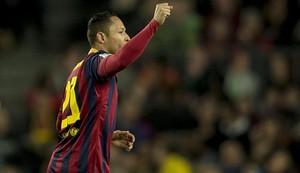 Adriano continuará en el Barça hasta 2017