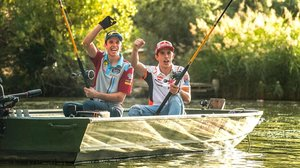 Àlex y Marc Márquez pescaron ayer, en el embalse de Mequinenza, un siluro de 50 kilos.