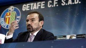 El presidente del Getafe, Angel Torres, en una rueda de prensa.
