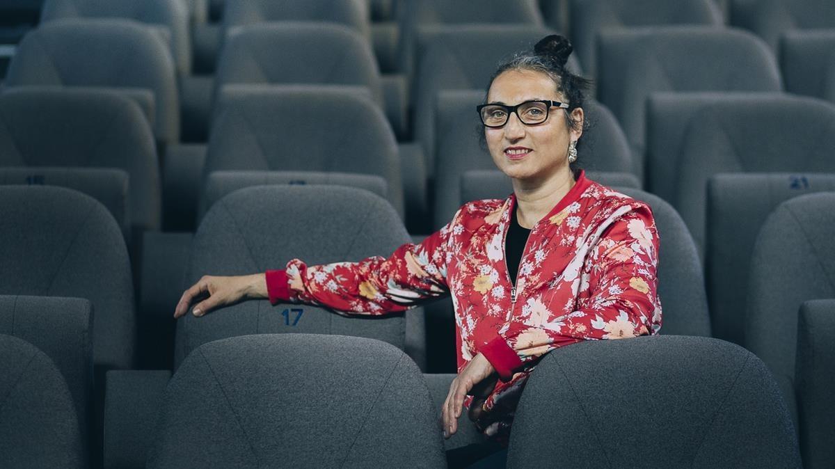 Àngels Margarit, directora artística del Mercat de les Flors, en las butacas dela sala con mayor capacidad del espacio, laMaria Aurèlia Capmany.