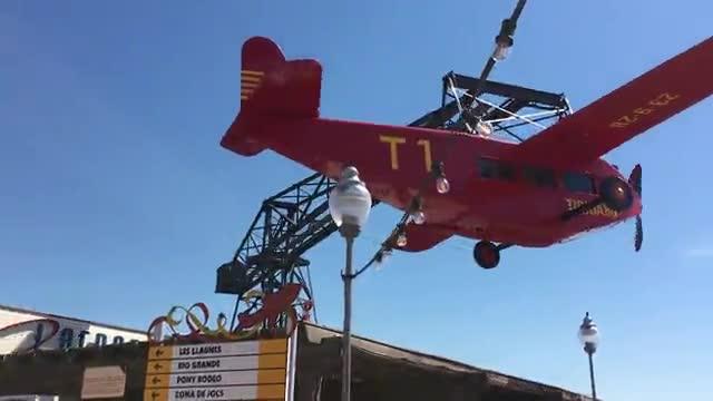 El avión del Tibidabo vuelve a volar