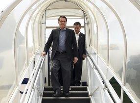 El presidente de Brasil Jair Bolsonaro en el aeropuerto de Brasilia. AP