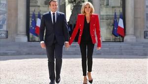 El matrimonio Macron, a su llegada al Palaciodel Elíseo para un acto institucional.