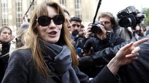 Carla Bruni asiste a una movilización el pasado mes de mayo en París.