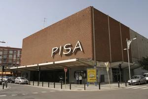 Imatge darxiu dels històrics cinemes PISA del centre de Cornellà, que van ser enderrocats el mes dagost.