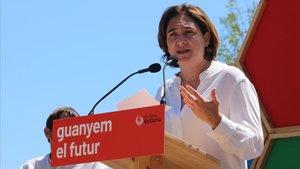 Colau, durante un acto de campaña en el Parc de les Glòries de Barcelona, este domingo.