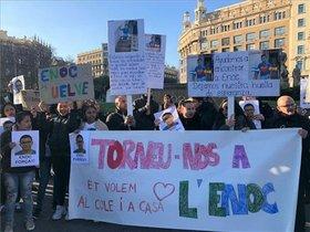Concentración en la plaza de Catalunya de Barcelona para presionar sobre la búsqueda de un niño de Badalona secuestrado en Honduras.