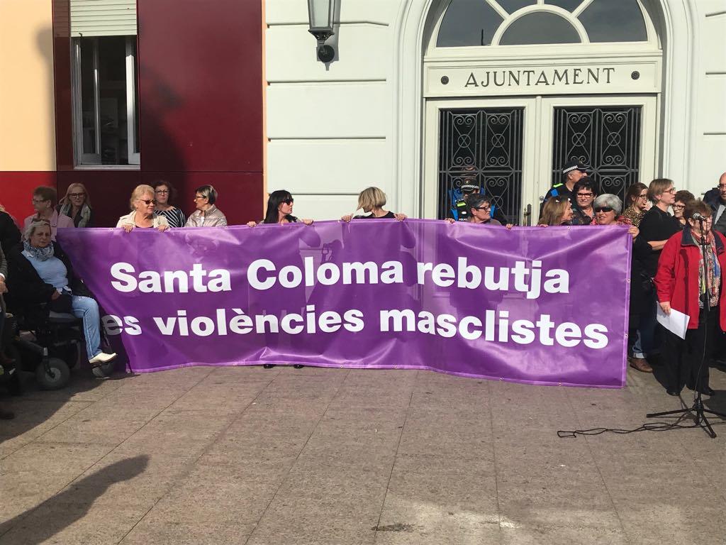 Condena vecinal en Santa Coloma a la violencia machista y la xenofobia tras las agresiones del metro.