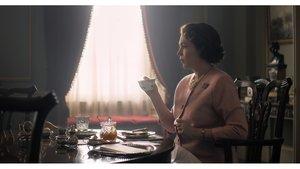 La actriz Olivia Colman, como la reina Isabel II, en la serie de Netflix The Crown.