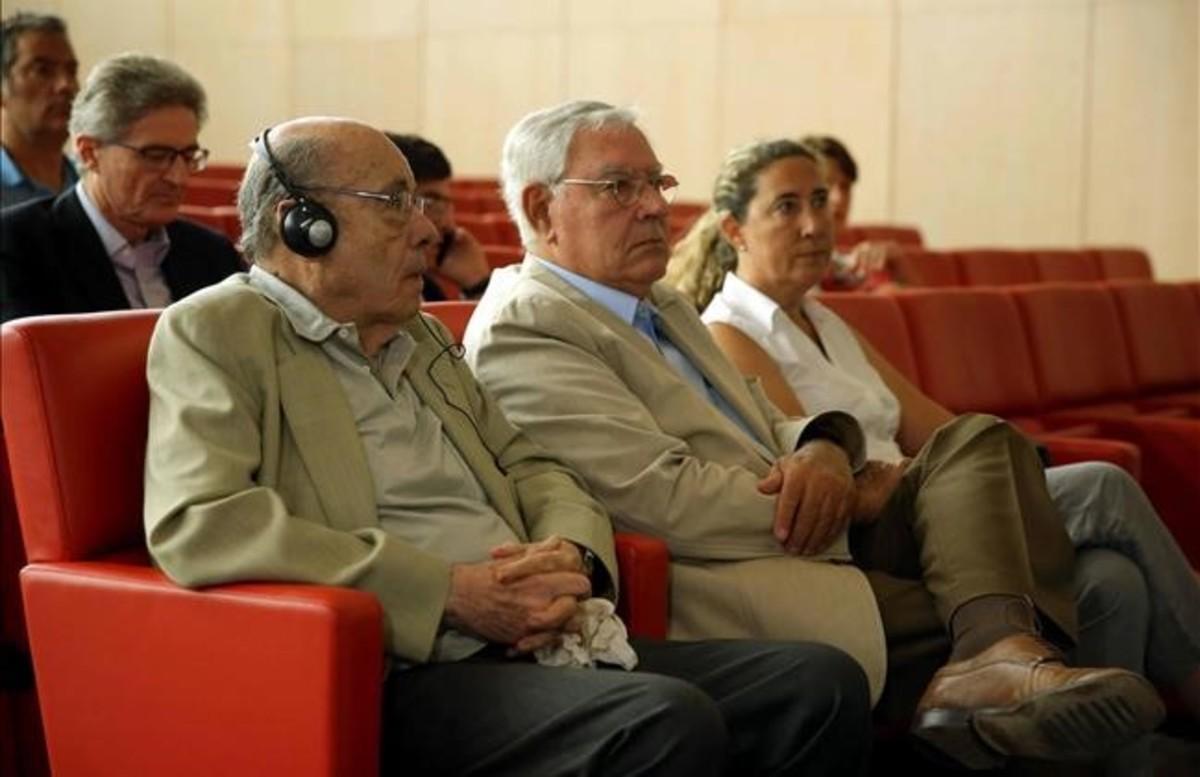 Gemma Montull, a la derecha, junto a su padre, Jordi Montull, y Félix Millet, en el juicio por el 'caso Palau'.