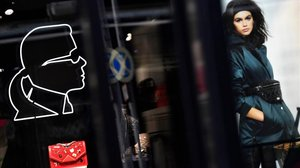 El perfil de Karl Lagerfeld, en una tienda de Berlín, este miércoles.