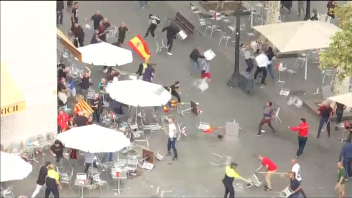 Enfrentamiento de ultras en el centro de Barcelona