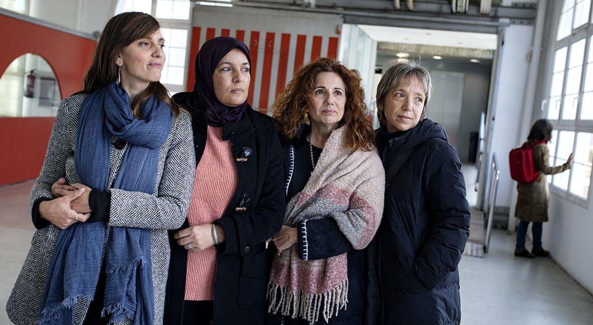 Esther Duaigües, Fatiha elMouali, Montse Félez y Àngels Arnau, de la entidad Madres contra el Racismo.