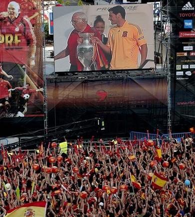 Fiesta por el título de la Eurocopa del 2008 en Madrid.