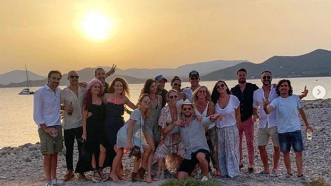 Elsa Pataky, de vacaciones en Ibiza con amigos y familia.