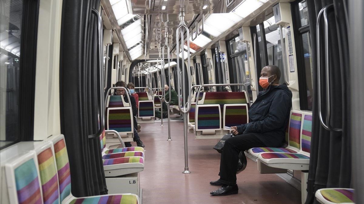 Aspecto de un vagón del metro de París el pasado viernes.
