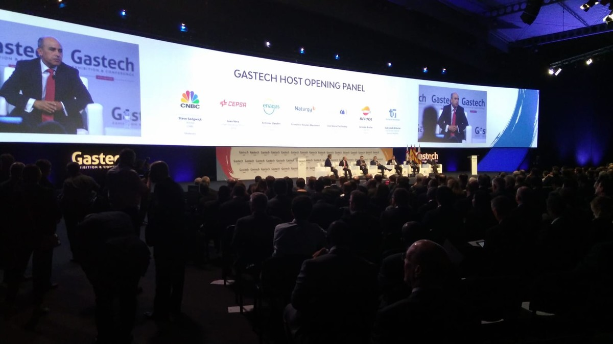El responsable de operaciones de Cepsa, Juan Vera, habla ante los profesionales del sector gasístico en Gastech.