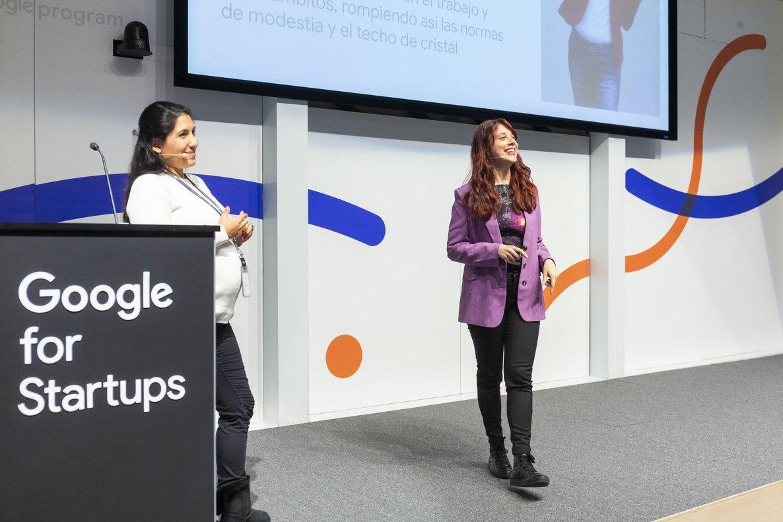 Patricia López, alias @patycritter (a la derecha) esMarketing Manager de Google Campus Madrid y una de las creadoras del podcasts sobre mujeres pioneras Vostok6