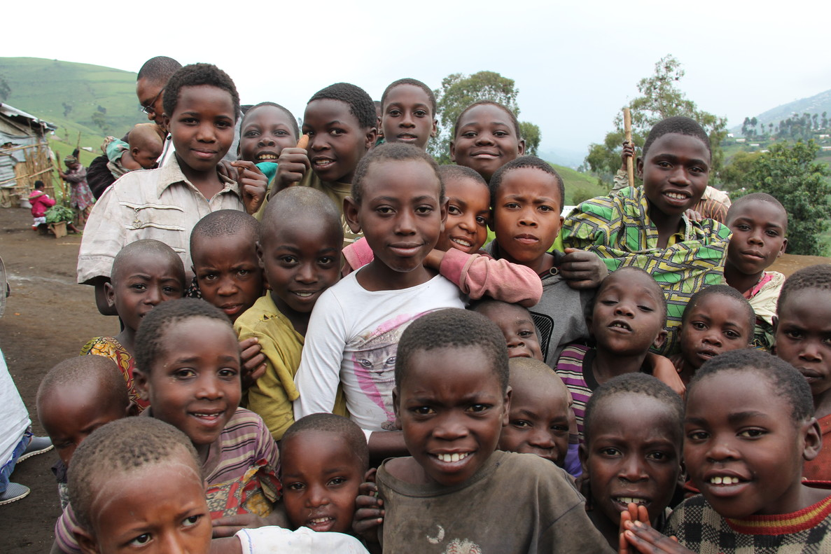 Un grupo de niños congoleños que han huido de la guerra que asola el país.