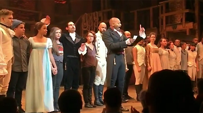 Los actores del musical Hamilton de Brodway muestran su rechazo a la elección de Donald Trump.