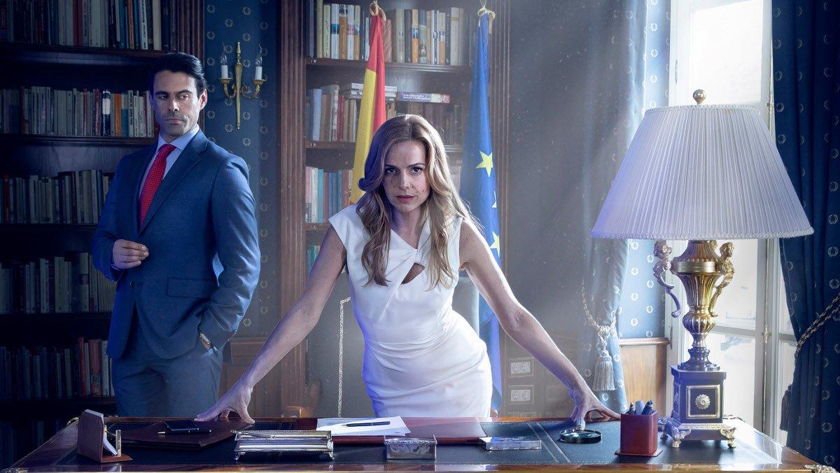 Emmanuel Esparza y Miryam Gallego, en una imagen promocional de la serie Secretos de Estado.