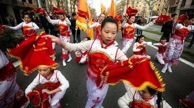 El Eixample se convierte en Pekín en el desfile del Año Nuevo Chino