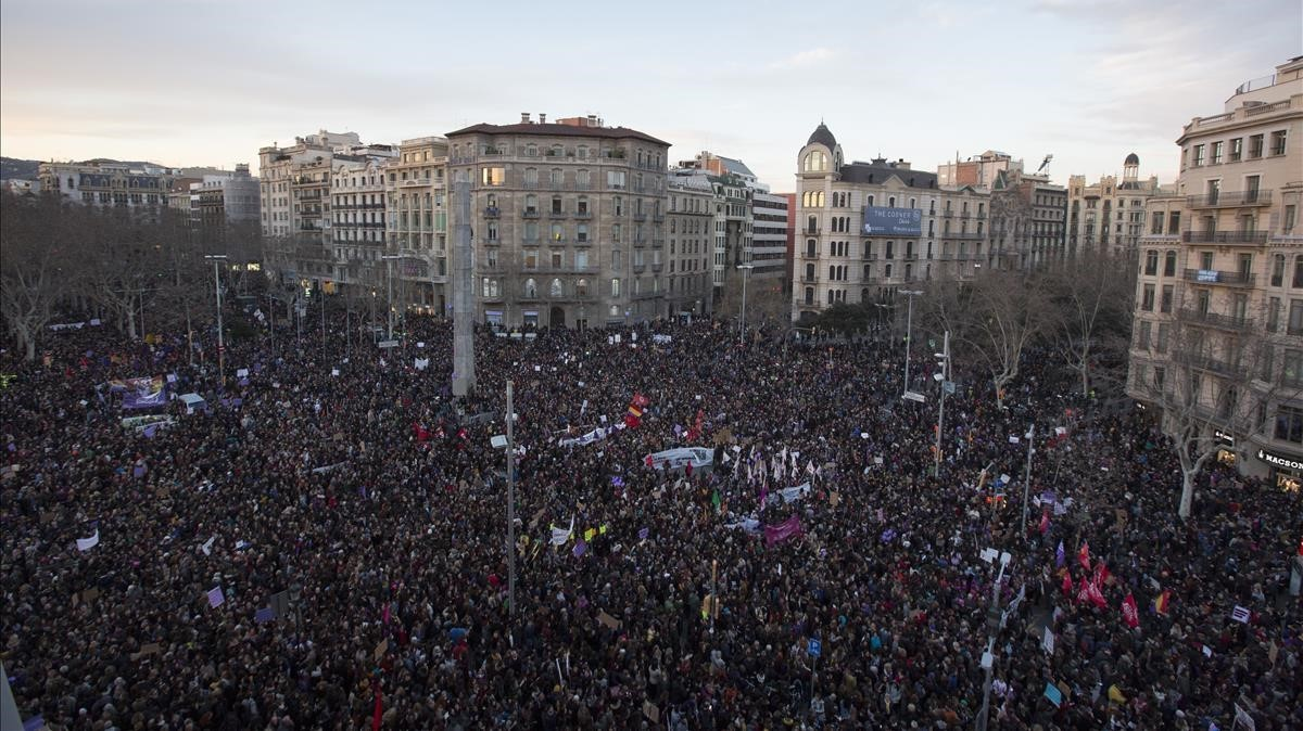 """Marea feminista a Barcelona: """"El masclisme fa pudor"""""""