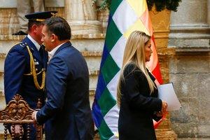 La presidenta interina les pidió a los funcionarios de México y España que abandonen Bolivia en 72 horas.