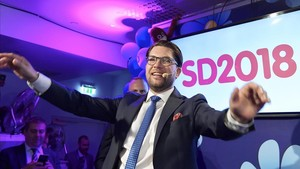 El líder de la extrema derecha sueca, Jimmie Akesson, celebra los resultados enlas elecciones legislativas de su partido Demócratas Suecos, celebradasel pasado domingo.