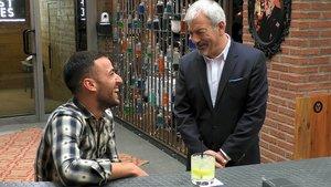 Joaquín con Carlos Sobera en 'First Dates'.