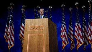 Joe Biden acepta la nominación para ser el candidato del Partido Demócrata a la presidencia de Estados Unidos, este jueves.