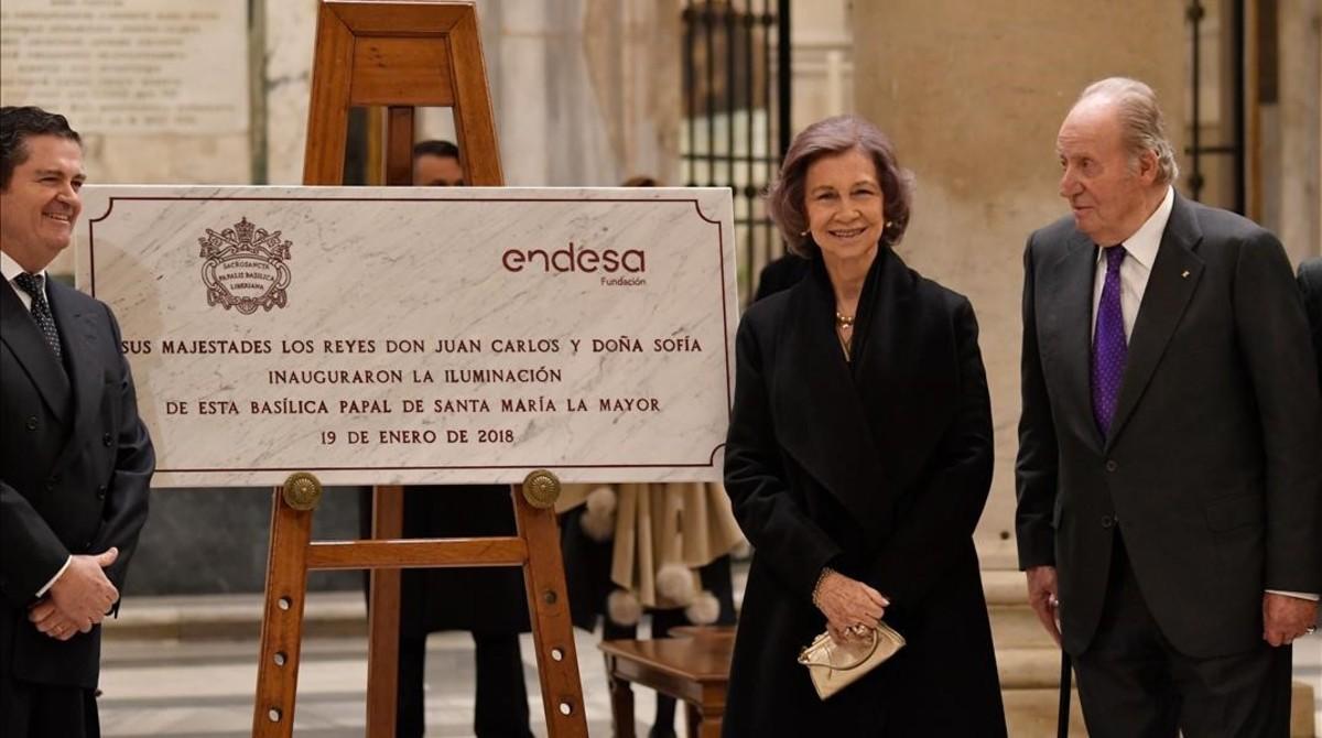 Juan Carlos y Sofía juntoel presidente de Endesa, Borja Prado haninauguradola nueva iluminación de basílica en Roma.