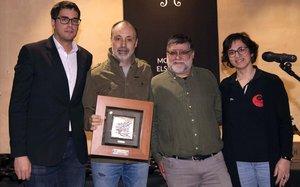 El alcalde de Morella, Rhamsés Ripollés, el jefe de fotografía de EL PERIÓDICO, Julio Carbó, el concejal de Turismo, Jorge García, y la presidenta de Asetmico, Mari Carmen Escuder, en la entrega del premio