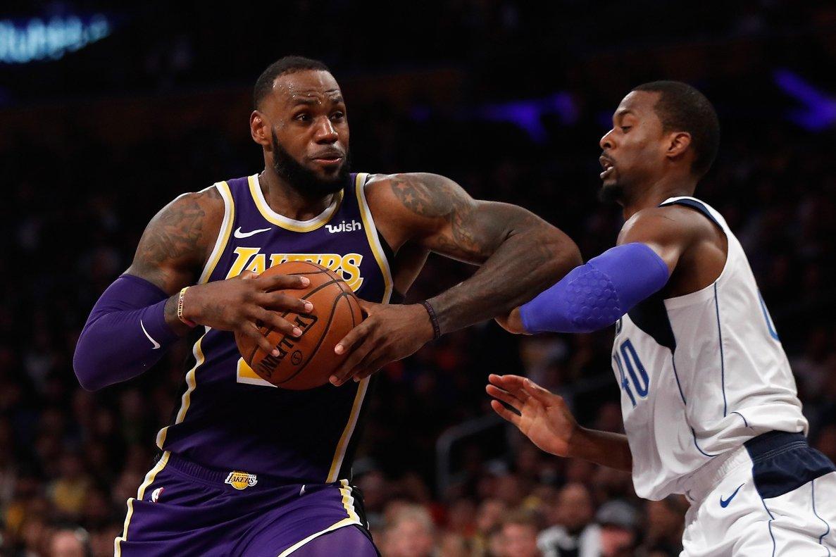 LeBron James fue el mejor del duelo con 29 puntos, 5 rebotes y 6 asistencias.