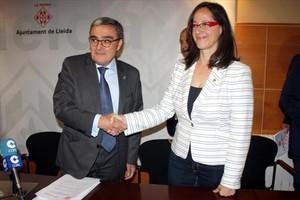 L'alcalde de Lleida, Àngel Ros, i la portaveu municipal de Ciutadans, Ángeles Ribes, ahir a la Paeria.