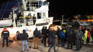El barco Mare Jonioatracado en el puerto de Lampedusa este martes.