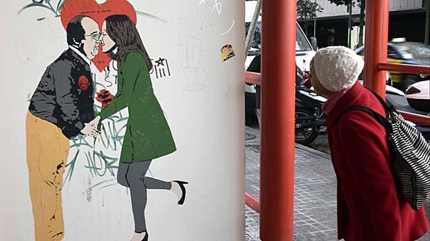 'Amors que no menteixen': Els possibles pactes del bloc constitucional, segons l'artista urbà Tvboy