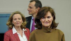 Las dos Vicepresidentas, Nadia Calviño (izquierda) y Carmen Calvo (derecha) en una rueda de prensa posterior al Consejo de Ministros.