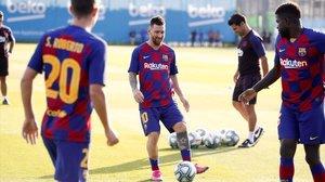 Leo Messi, en los compases iniciales del entrenamiento de este miércoles.