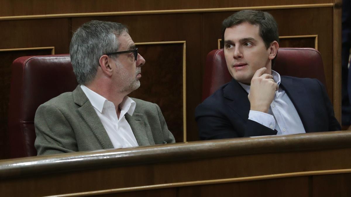El líder de Cs, Albert Rivera, y el secretario general, José Manuel Villegas, en el Congreso.