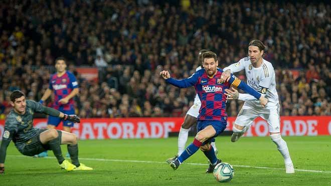 La Liga de fútbol 2020/2021 comenzará el 12 de septiembre, como explica el presidente de la Liga, Javier Tebas. En la foto, un partido entre el Barça y el Madrid.
