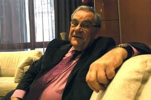 25 marc 2013 18 24 FOTO ACN  Guma Violeta El periodista Lluis Foix durant l entrevista amb l ACN