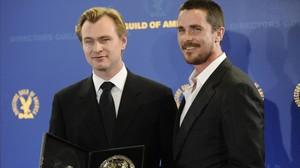 Christopher Nolan a la izquierda y Christian Bale a la derechaen el Sindicato de Directores de América en el 2009.